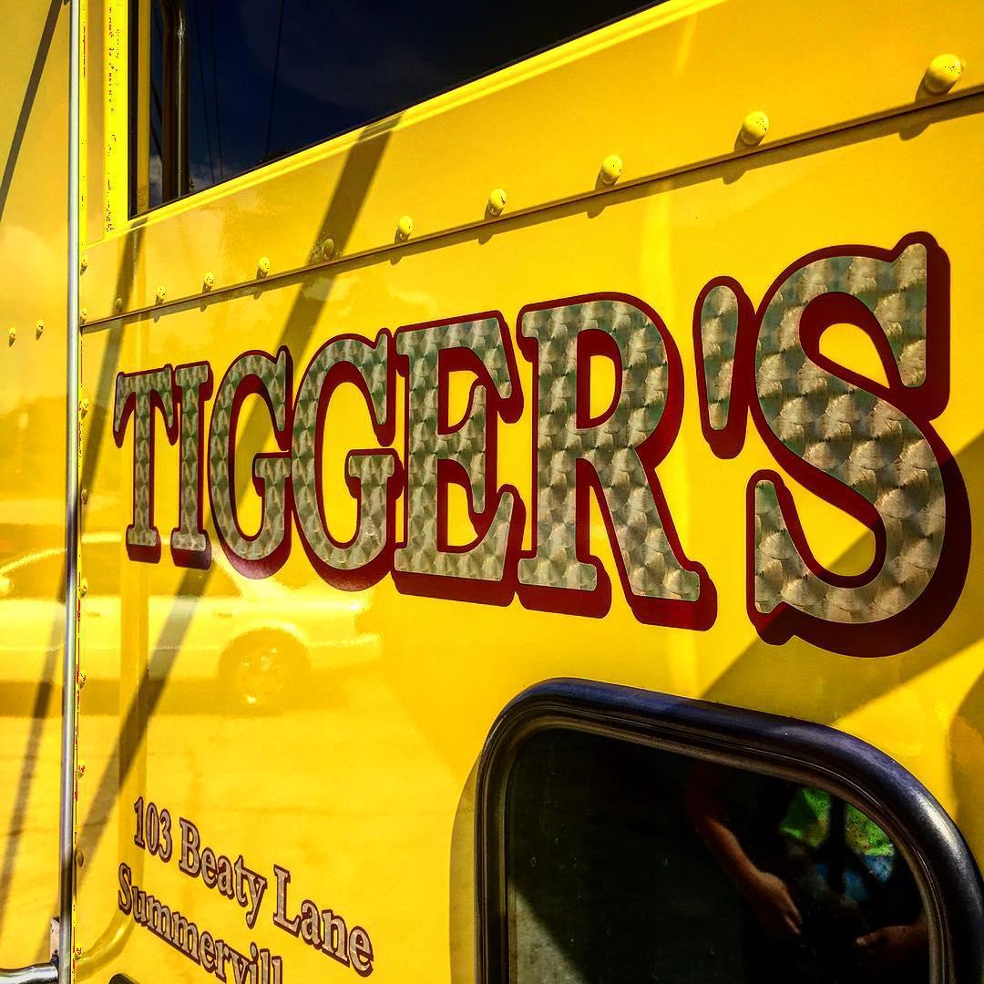 24k-gold-leaf-lettering-on-truck-door